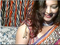 Marketable Desi Aunt on webcam
