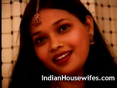 Indian Housewife Red Sari Levelling Exposing Chubby Butts