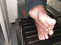 Honest fingertips stinky soles sexy barefoot on office pezinhos