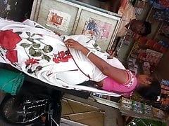 beamy ass desi gujjuu aunty saree