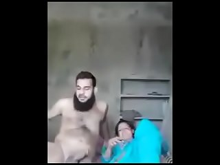 pakistani housewife fucking with husband'_s collaborate