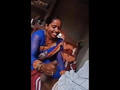 Desi Bhabhi Giving Handjob With respect to will not hear of Lover