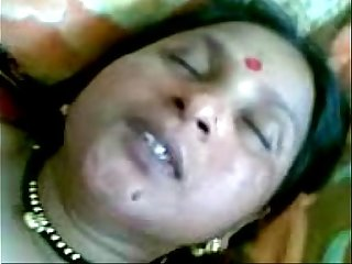 Indian Townsperson aunty sex in will not hear of pinch pennies